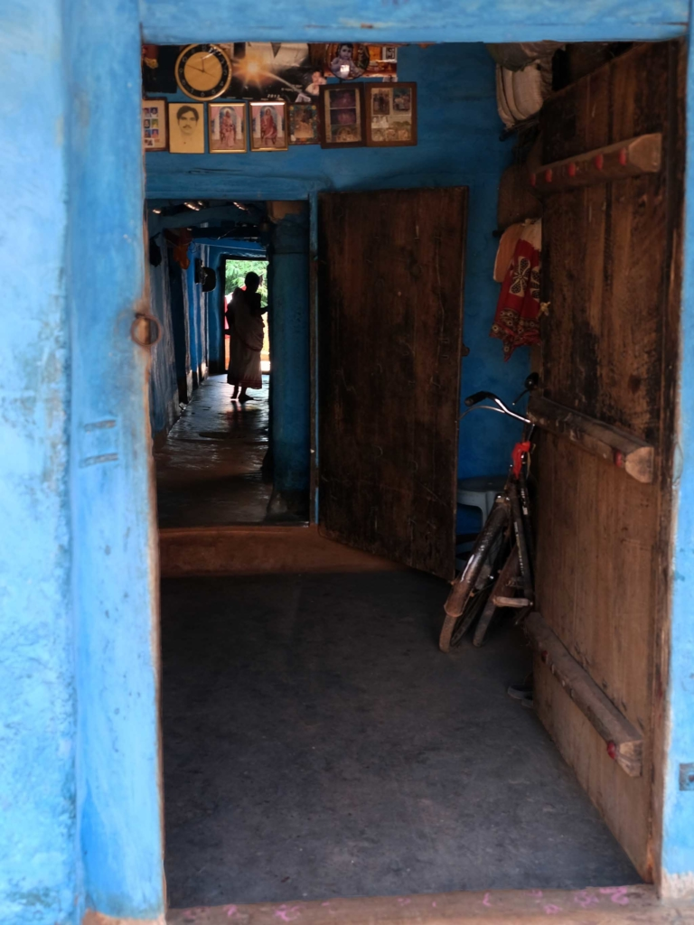 Ingang woning Odisha, India