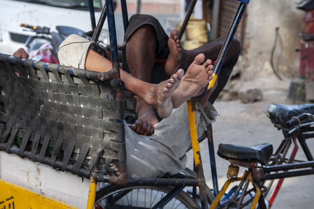 Vermoeide voeten riksja lopers Delhi